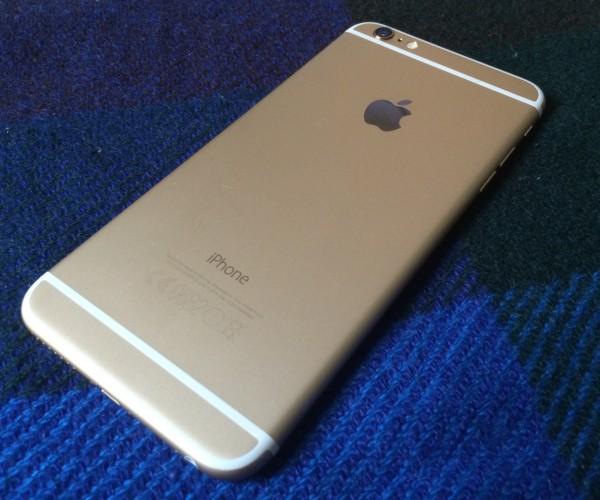 iPhone 6 Plus on tarjolla tuttuina väreinä - valko-kultaisena, tummana (Space Grey) ja valko-hopeana