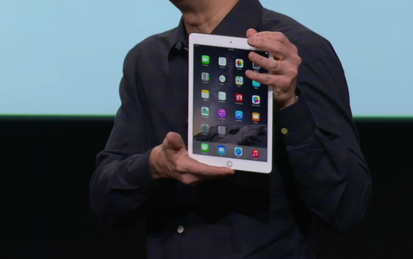 Applen toimitusjohtaja Timo Cook esitteli iPad Air 2:n