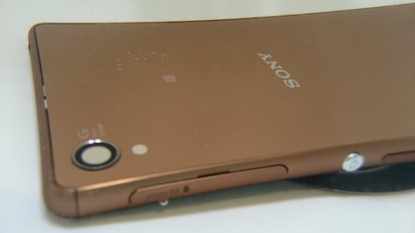 Kuvassa Xperia Z3 veden alla (Xperia Z3 Compact)