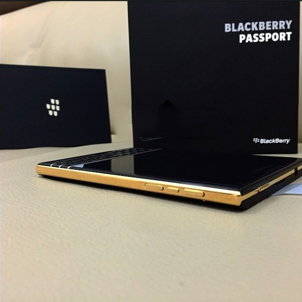 BlackBerry Passport kullattuna