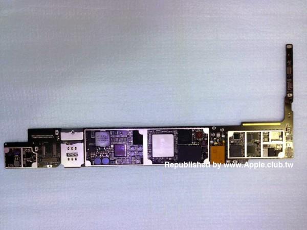 Väitetty iPad Air 2:n emolevy, jossa erottuu uusi A8X -järjestelmäpiiri