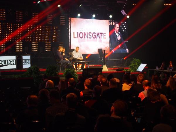 Tero Kuittinen moderoi keskustelun lisensoinnista peleissä - keskustelemassa olivat Lionsgaten Peter Levin sekä Next Gamesin Teemu Huuhtanen