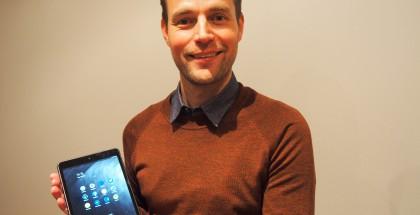 Nokian Sebastian Nyström esittelee uutta N1-tablettilaitetta