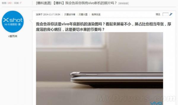 Vivo Xplay 5S mallinnettuna MacBook Air -tietokoneen päälle