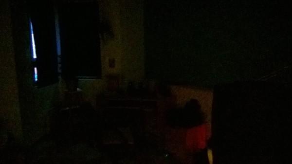 Lumia 735 - kuva lähes pilkkopimeässä