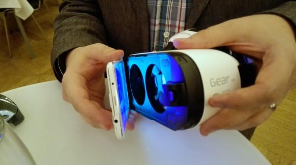 Galaxy Note 4 liitetään Gear VR:ään