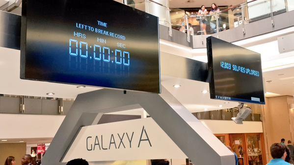 Samsung Galaxy A5 A3 Selfie Guinness Ennätys