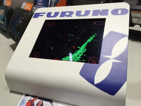 Furunon tutkan toimintaa esiteltiin Venemessuilla telineeseen upotetulla iPadilla