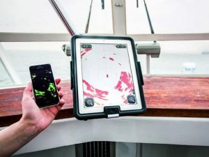Tutkaa voi käyttää joko iPhonella tai iPadilla
