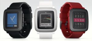 Pebble Time eri väreissä
