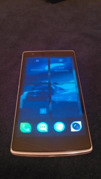 Sailfish OS asennettuna OnePlus One -puhelimeen.