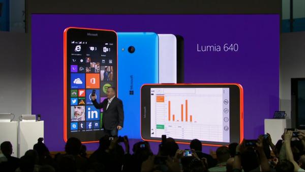 Stephen Elop näytti Lumia 640:n MWC:ssä