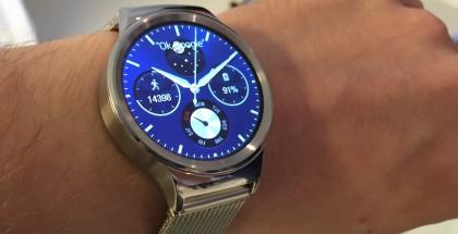 Huawei Watch hopeisena värivaihtoehtona