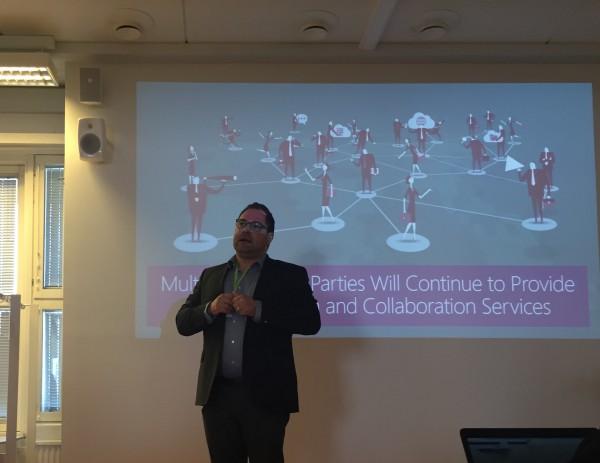 Microsoftin Lumia-ohjelmistovetäjä Samuli Hänninen Elisan tilaisuudessa