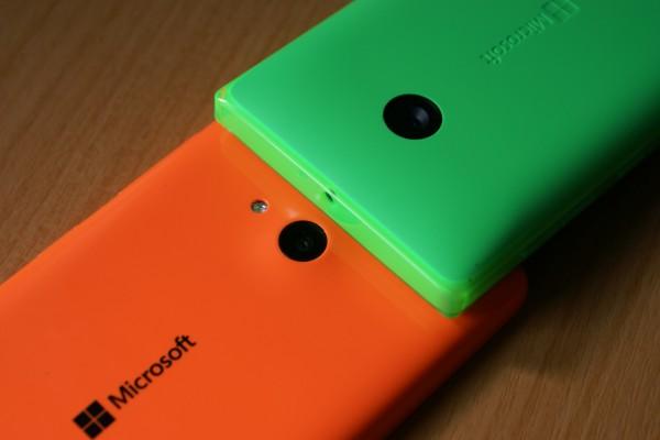 Molempien laitteiden takakamerana toimii viiden megapikselin kamera. Eroja ei ole hirveästi, mutta Lumia 535 automaattista tarkennusta, jota Lumia 532 ei tue