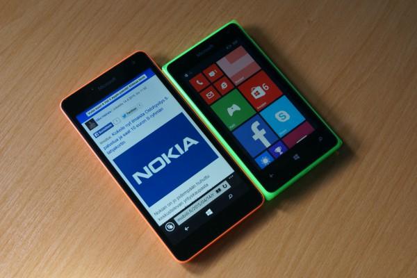 Molempien laitteiden näytöt ovat hyviä hintaluokkaansa nähden. Lumia 532:ssa on kapasitiiviset toimintonäppäimet, kun taas Lumia 535:ssä ne sijoittuvat näytön alalaitaan
