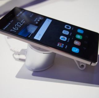 Huawein uusi P8-huippupuhelin on ohut ja metallinen – Mobiili.fin ensitunnelmat Lontoosta