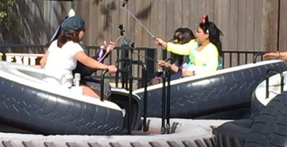 Selfietikut ovat olleet kovassa käytössä Disneylandeissa