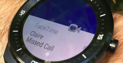 Ilmoitus saapuneesta FaceTime-puhelusta Android Wear -kellon näytöllä.