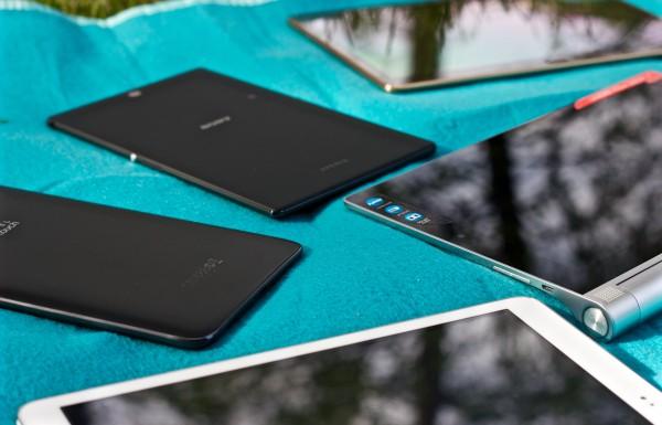 Erilaiset tabletit soveltuvat erilaisiin viihdetarpeisiin. Esimerkiksi oikean reunan Lenovo on hyvä videoiden katseluun pöydän ääressä. Pienet laitteet taas sopivat mainiosti e-kirjojen lukemiseen.