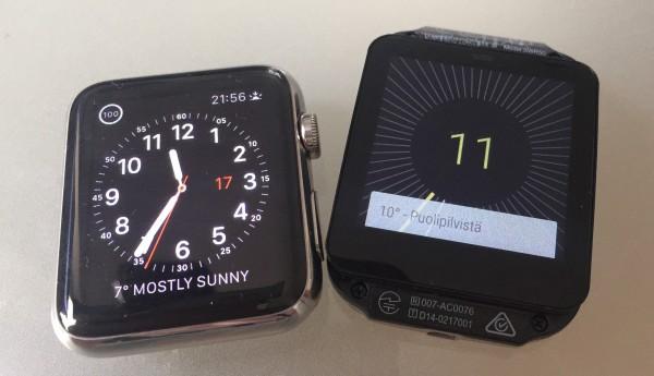 Vasemmalla Apple Watch, oikealla Sony SmartWatch 3