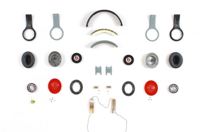 Beats-kuulokkeiden komponentit.