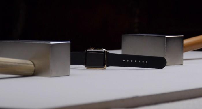 Apple Watch Edition neodyymimagneettien välissä