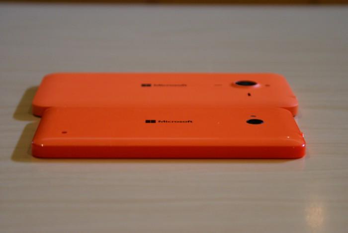 Tuntuma Lumioissa on sanalla sanoen hyvä. Lumia 640:n kiiltävä pinta tuntuu kädessä miellyttävän nahkealta, kun taas Lumia 640 XL:n mattapinta on paikoin liian liukas