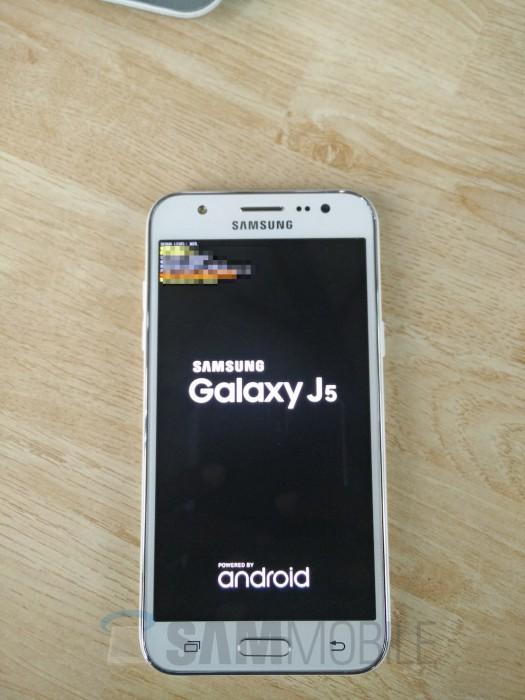 Samsung Galaxy J5 vuotokuvassa