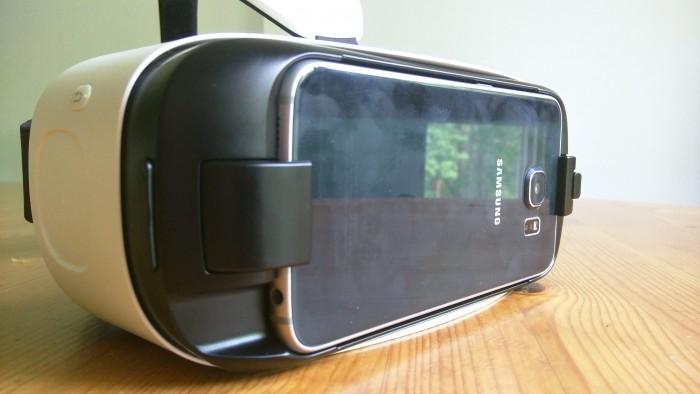 Galaxy S6 kiinnittyy laseihin jämäkästi eikä tarvitse pelätä, että ne putoaisivat