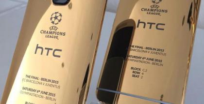Kultainen HTC One M9 kuvattiin iPhone 6:lla.