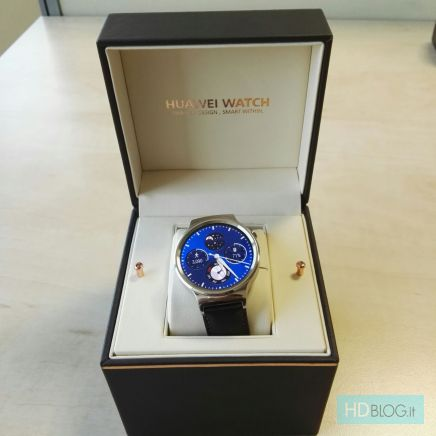 Huawei Watchin oletettu myyntipakkaus on sisältäkin tyylikäs