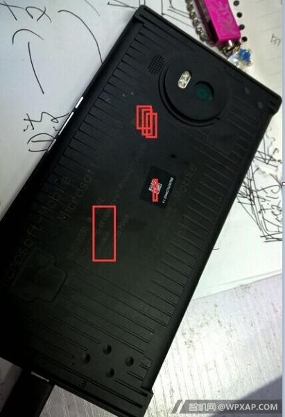 Vuotokuvassa väitetyn Lumia 950:n prototyyppi.