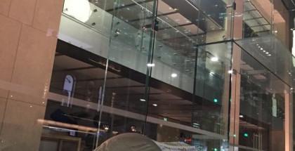 Apple Store Sydney ja ensimmäinen iPhone 6s -jonottaja.