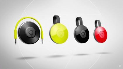 Chromecast 2 on tarjolla keltaisena, punaisena ja mustana. TV-tikkujen rinnalla äänikeskeinen Chromecast Audio.