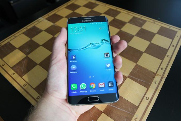 Samsung Galaxy S6 edge+ on näytön kokoon nähden siro laite.