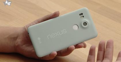 Nexus 5X:n prototyyppi. Kuvakaappaus UNDERkg:n YouTube-videolta.