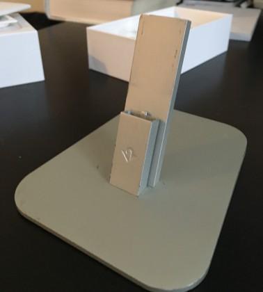 iPhone 6s:n kaapeli ei pulskistuneen kokonsa vuoksi mahtunut läpi tämän telakan