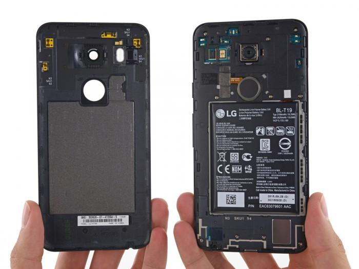 Nexus 5X takakuori poistettuna