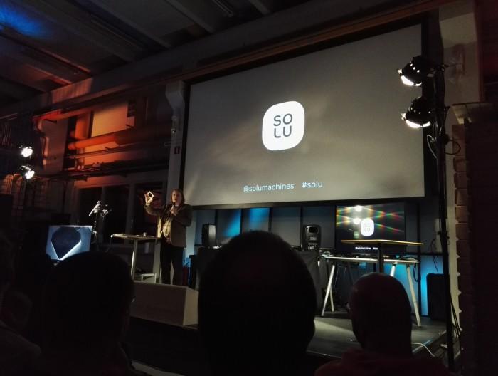 Kristoffer Lawson esittelemässä Solua julkistustilaisuudessa Startup Saunan yhteydessä.