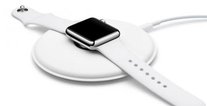 Watchissa Apple hyödyntää jo induktiolatausta ja on tuonut kellolleen myös latausalustan.