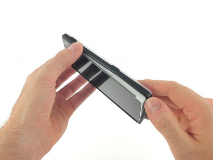 Fairphone 2:n takakuori irtoaa ilman työkaluja