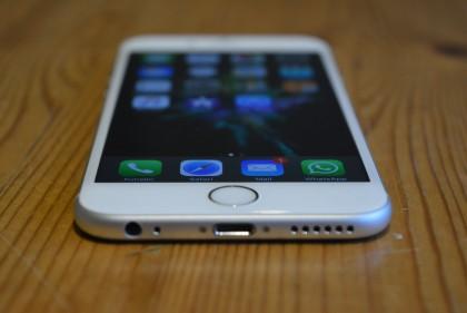 iPhone 6s pistää hyvin kampoihin kärkikaksikolle