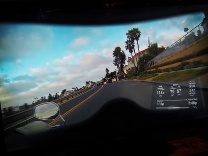 Näin NUVIZin tarjoamat tiedot tulevat kuljettajan näkökenttään