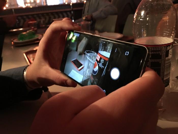 Testasimme myös OnePlus X:n kameraa Slush-kaaoksen keskellä