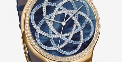 Huawei on julkistanut teknisesti samasta kellostaan myöhemmin uusia tyyliversioita. Kuvassa Huawei Watch Jewel.