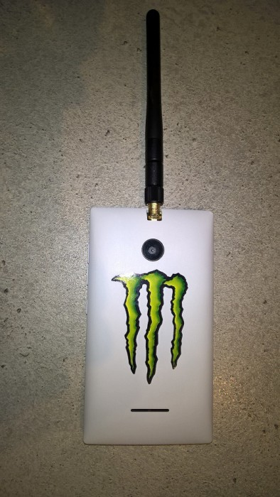 Lumia 435 ja ulkoinen WLAN-antenni.