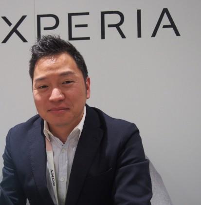 Sony Mobilen tuotemarkkinointipäällikkö Jun Makino kertoi Xperia X:n olevan uusi luku Sonylle ja Xperialle.