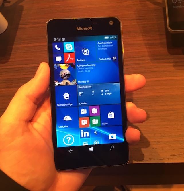 Lumia 650 -puhelin tulee heti Windows 10 Mobilella.