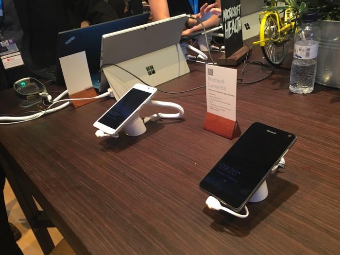 Microsoft esittelee MWC:ssä Surfaceja sekä uusimpia Lumia 650 ja Lumia 950 -puhelimia.